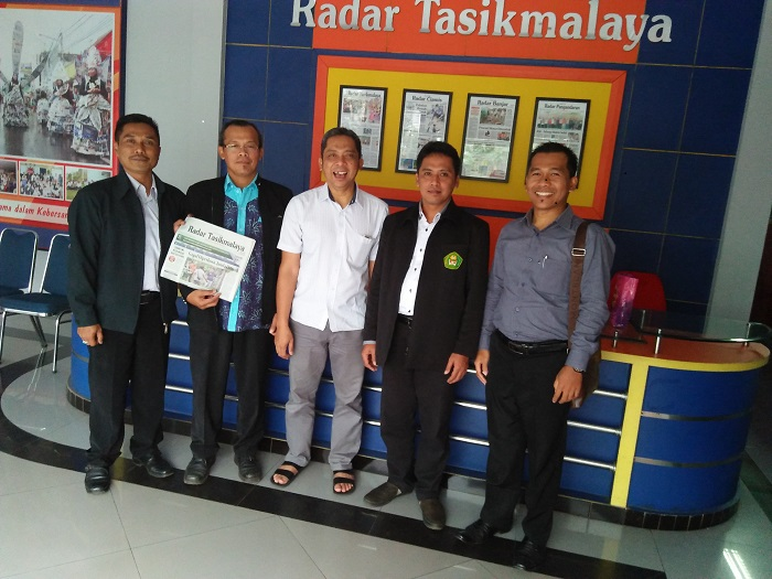 Audiensi Pimpinan Fakultas Tarbiyah Ke Kantor Harian Radar Tasikmalaya